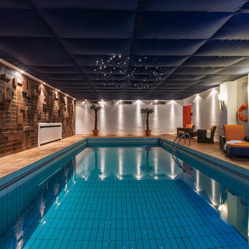 swimming pool sindelfingen sauna at hotel berlin. Black Bedroom Furniture Sets. Home Design Ideas